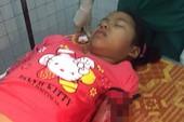 Bắt khẩn cấp hai kẻ bịt mặt đâm bé gái 12 tuổi đêm Noel