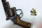 Khởi tố con rể chĩa súng dọa bắn bố vợ