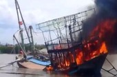Tàu cá 7 tỉ đồng bốc cháy dữ dội khi vừa cập bến