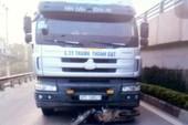 Xe tải tông xe máy, 2 cha con chết thảm