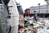 Bắt tài xế để xe tải lật nghiêng đè chết nữ phóng viên