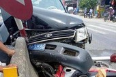 Ô tô biển xanh tông xe máy làm 2 người bị thương