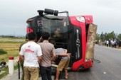 Tạm giam tài xế làm lật xe khách, 2 chị em tử vong
