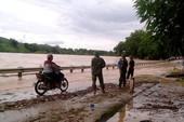 Lũ từ Lào cuộn cuộn đổ về, quốc lộ 7 chìm trong nước