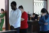 Hai cô gái liên kết với chàng trai da đen lừa đảo cùng hầu tòa