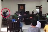 Phải khởi tố người đánh nhà báo, KSV tại tòa Bình Chánh