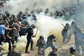 Ukraine: Đụng độ kinh hoàng trước tòa nhà quốc hội