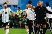 HLV Deschamps và Sampaoli đều sợ 'ông trời con' Messi