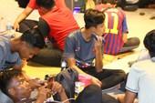 Nóng: Chùm ảnh CĐV Malaysia khổ sở thức đêm mua vé chung kết