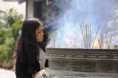 Dân nô nức đi chùa vào Tết Nguyên Tiêu