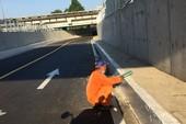 Xe 2 bánh được lưu thông qua đường chui dưới  cầu Bình Triệu