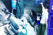 Trưởng công an nổ súng khi bị uy hiếp