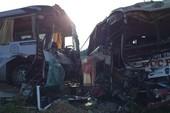 Xe khách đối đầu xe du lịch, khách nước ngoài bị thương