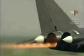 Màn nhào lộn cực đỉnh của 'Đại bàng cánh ngược' Su-47
