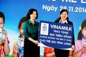 Hành trình trao sữa đến với Vĩnh Long