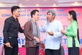 Diễn giả Hồ Nhựt Quang nói chuyện về bữa cơm gia đình