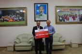 Thầy Park thay mặt U-23 VN nhận thưởng từ HD SAISON