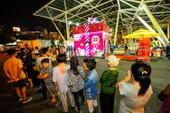 Hộp quà khổng lồ thu hút hàng ngàn người Sài Gòn