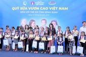 Vinamilk trao 64.000 ly sữa cho trẻ em Bình Định