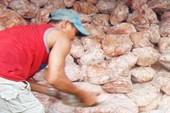 Gần 27 tấn thịt bẩn bị phát hiện, chủ hàng 'đánh bài chuồn'