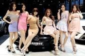 Người đẹp Thái Lan bên xe Brabus