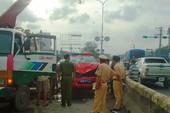 Xe máy đấu đầu với ô tô của cảnh sát PCCC, hai người nguy kịch