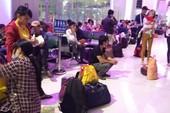 Thời tết xấu, hành khách ở sân bay Vinh 'vật vờ' chờ máy bay