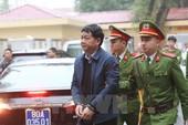 Ảnh: Ông Đinh La Thăng và đồng phạm bị dẫn giải ra tòa