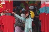 Áo thun 'cháy hàng' trước trận đấu của U-23 Việt Nam