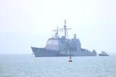 Tàu hộ tống của hải quân Mỹ đang tiến vào cảng Tiên Sa
