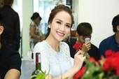 Hoa hậu Diễm Hương tích cực kiếm tiền