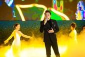 17000 khán giả lên núi xem live show Trần Vũ trong chùa
