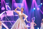 Ngắm sao Việt với bộ móng tay đính kim cương hơn 2,3 tỉ