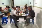 Người dẫn ông Obama đi ăn bún chả ở Hà Nội vừa tự tử