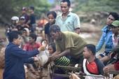 Vỡ đập Lào: Hàng cứu trợ đến tay dân, cứu hộ vẫn rất khó khăn