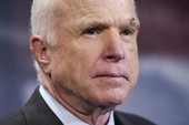 Nghị sĩ McCain từ bỏ điều trị ung thư