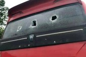 Điều tra nhóm người đập phá xe khách nghi giành tuyến