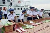 Cảnh sát biển bắt xuồng cao tốc chở thuốc lá lậu