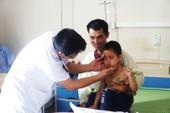 Sau trận ho, sốt, bé 5 tuổi mọc lông đầy người