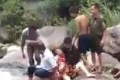Đi chụp ảnh, 2 phụ nữ trượt chân xuống suối chết thảm