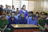 Nữ bị cáo đưa hối lộ logo xe 'vua' ngất xỉu tại tòa