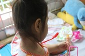 Bé gái ho sốt kéo dài vì bướu lạ mọc trong phế quản