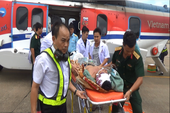 Tổ cấp cứu đường không BV 175 cứu ngư dân trên đảo Phan Vinh