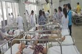 Sập giàn giáo trong sân trường, 25 học sinh bị thương