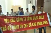 Hàng chục công nhân vây trụ sở Công ty Vàng Bồng Miêu