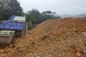 Đường sạt lở,hàng trăm mét khối đất đá tràn vào nhà dân