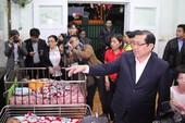 Chủ tịch Đà Nẵng lì xì trẻ mồ côi