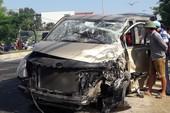 Xe du lịch đấu đầu ô tô tải, sáu người bị thương