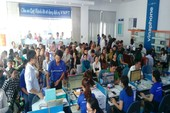 Không khóa thuê bao sau 24-4, người dân vẫn ùn ùn đi đăng ký