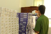 Hàng ngàn gói thuốc lá lậu trên xe khách về Cần Thơ